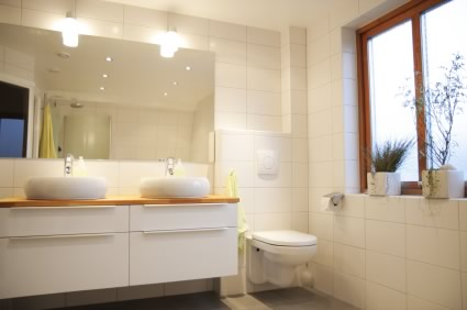 Charmant Light, Bright Bathroom